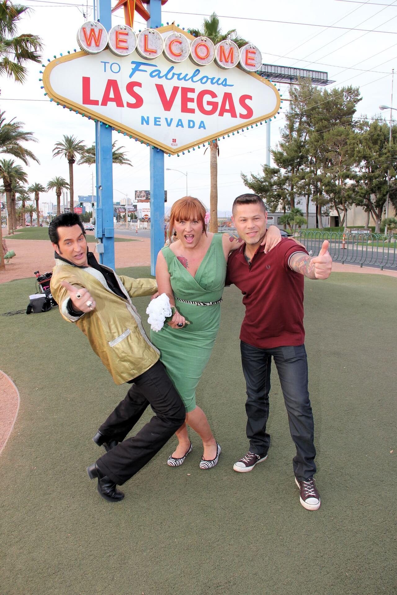 Elvis Las Vegas Sign Photo Tour